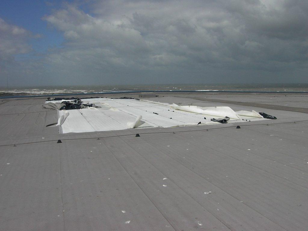 Stormschade aan pvc dakbedekking